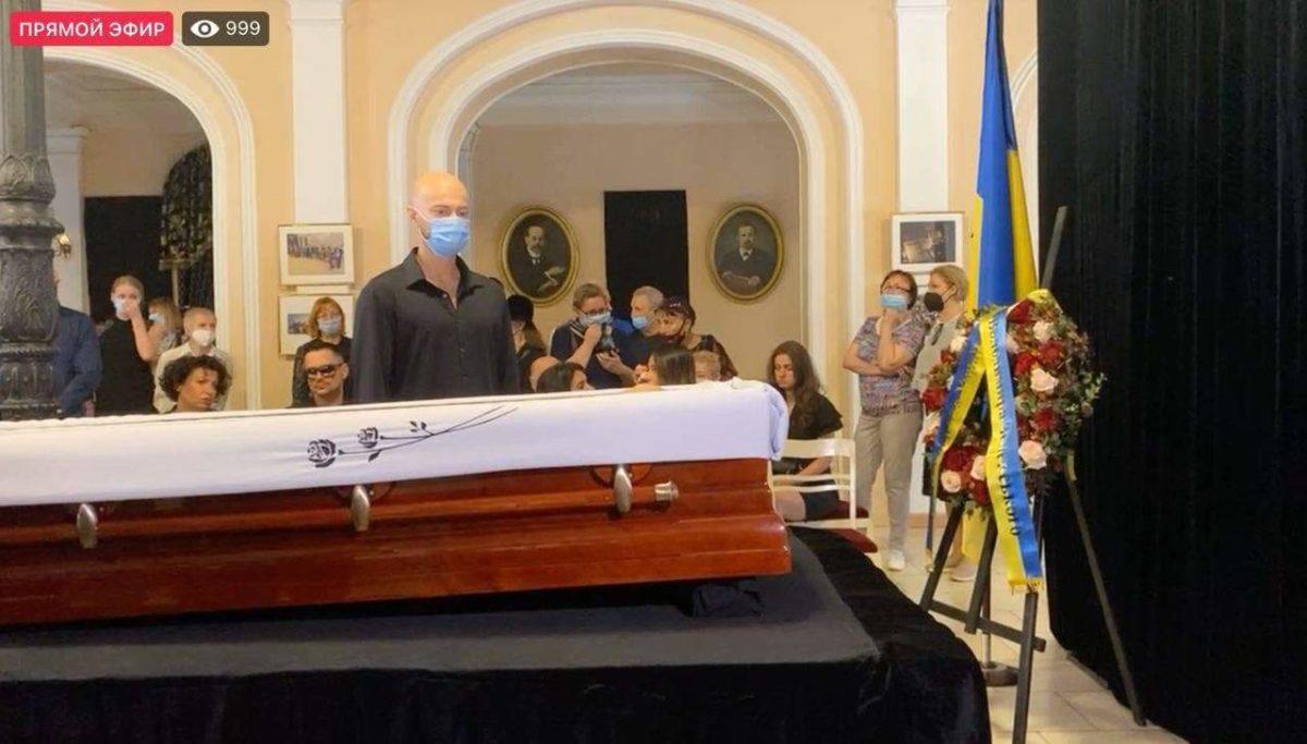 Влад Яма на похороні Григорія Чапкіса