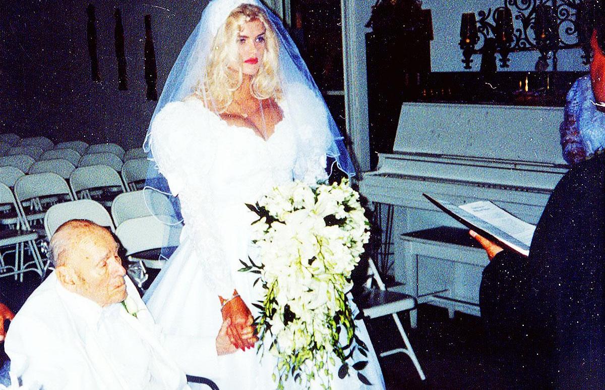 89-річний мільярдер одружився на 27-річній красуні