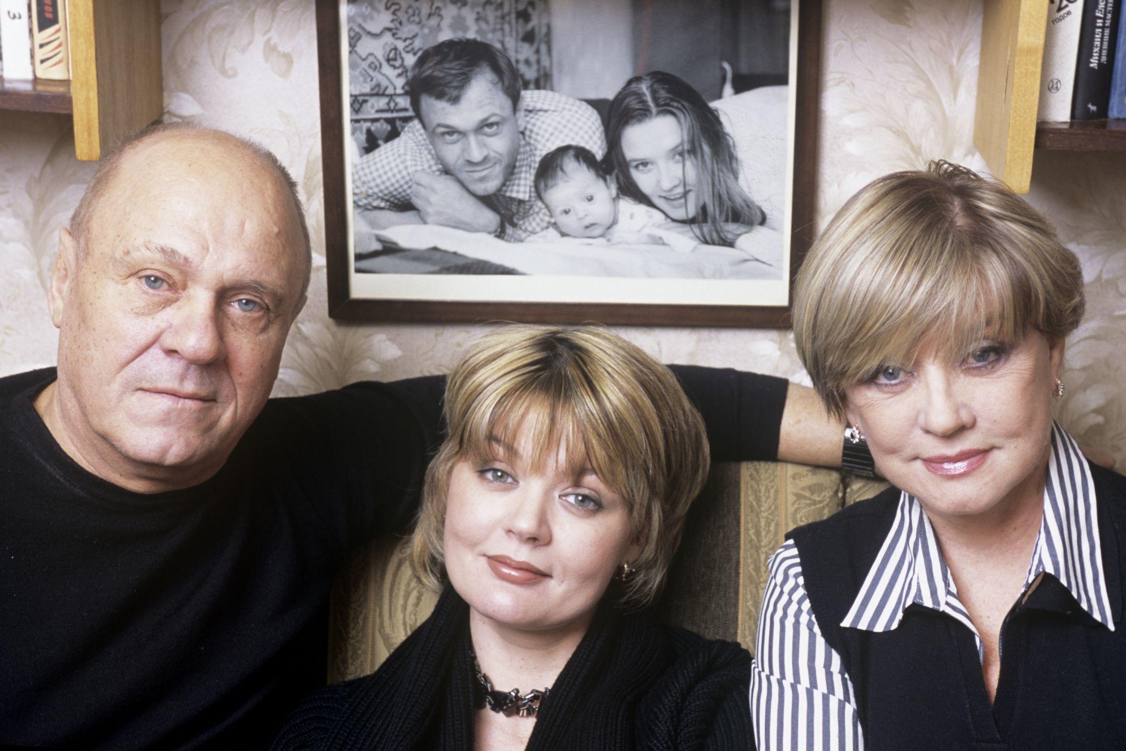 Володимир Меньшов з родиною