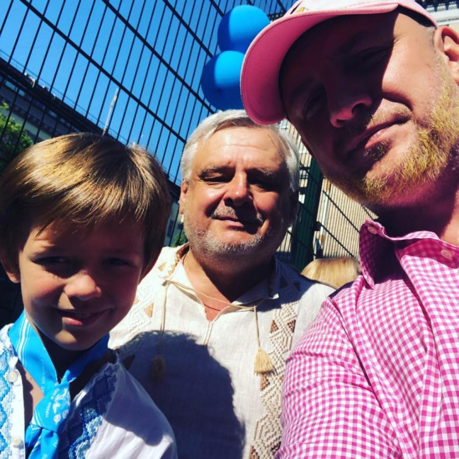 Потап з батьком та сином