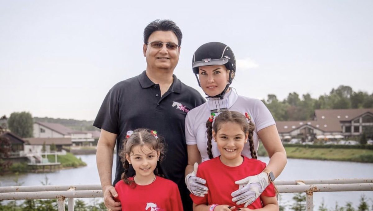 Камалія та Мохаммад Захур з доньками