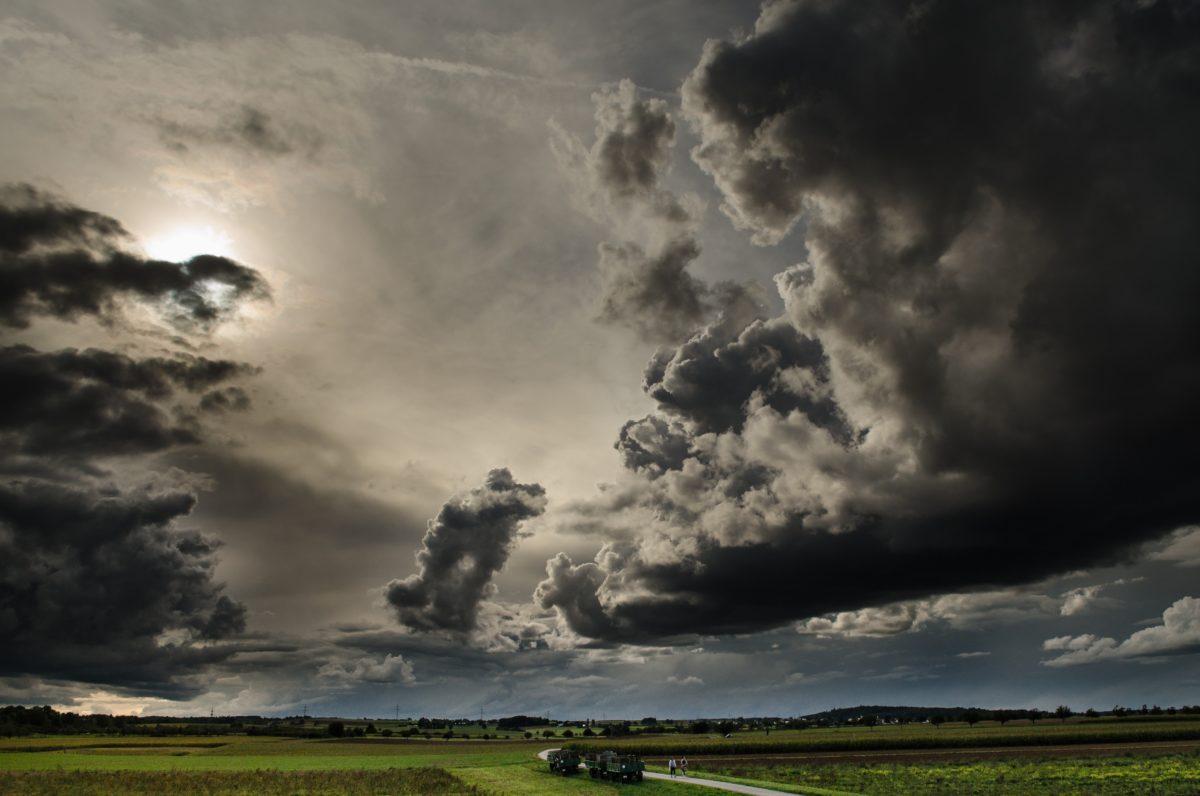 Хмарне небо перед грозою