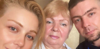 Тіна Кароль з мамою та рідним братом Станіславом