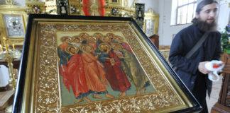 Святі Апостоли
