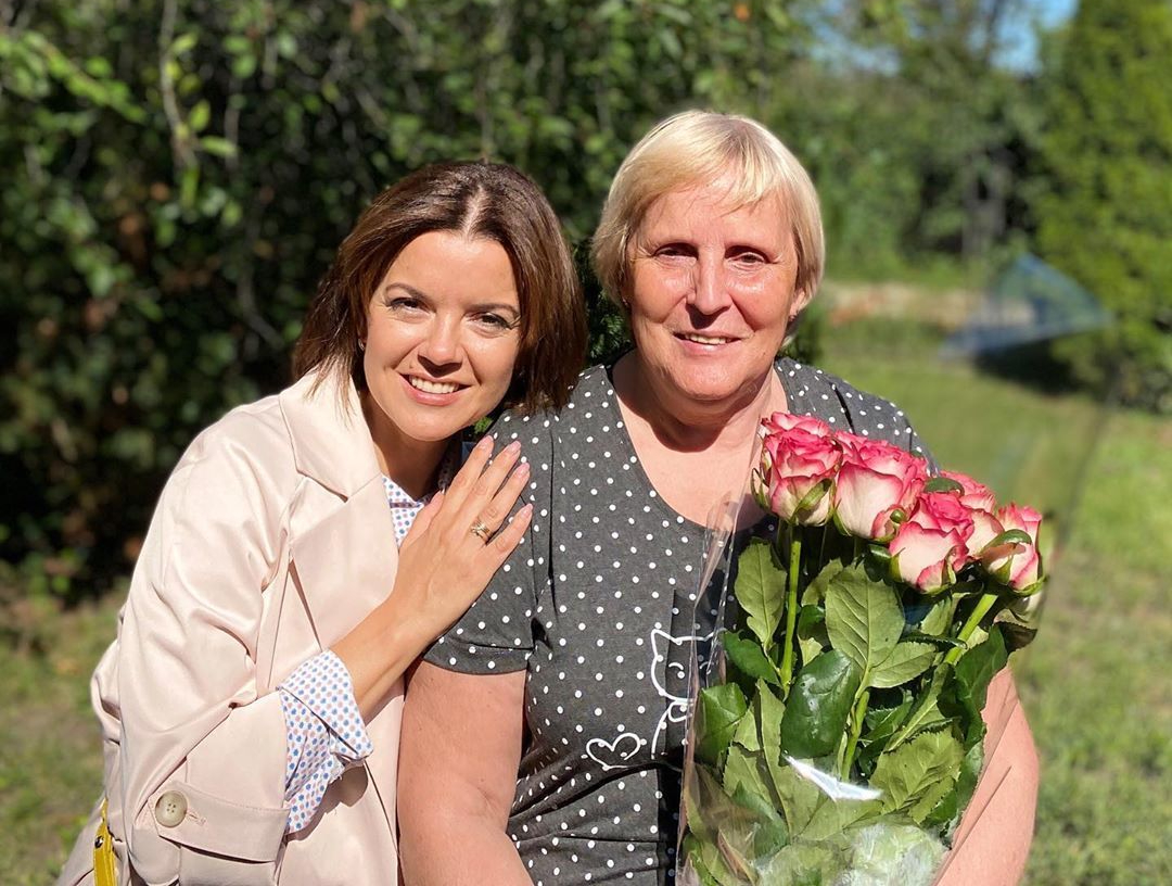 Марічка Падалко зі своєю мамою