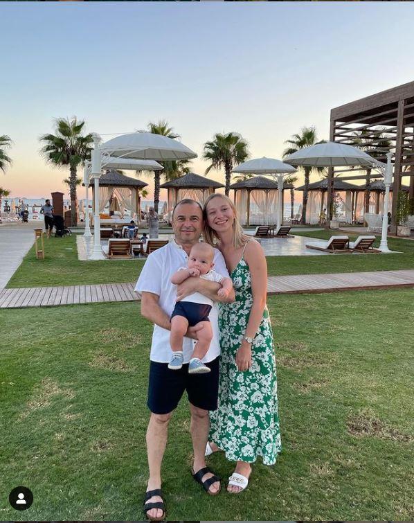 Віктор Павлік та Катерина Репяхова полетіли до Туреччини разом із сином